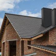 Покритие крыши - черная полимерпещаня черепица